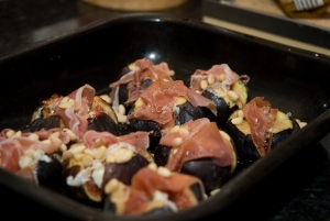 Figs with cheese and parma ham before baking