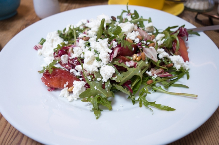 Goats cheese salad with pine nuts and roasted plums
